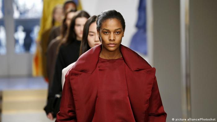 Mode von Jil Sander bei der Milan Fashion Week 2017 (picture alliance/Photoshot)