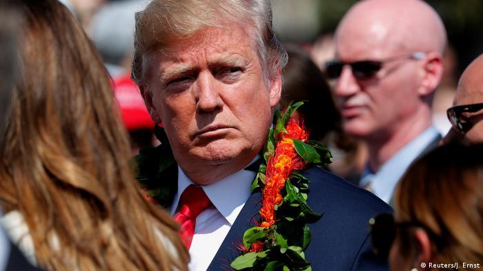 USA Hawai Besuch Trump Blumenkette