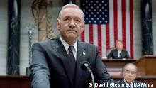 HANDOUT - Schauspieler Kevin Spacey als US-Präsident Underwood in der TV-Serie House of Cards. (zu dpa In Trumps Welt und «House of Cards» - ein Vergleich am 15.08.2017) - ACHTUNG:Verwendung nur zu redaktionellenZwecken bei vollständiger Quellenangabe - Keine Archivierung ! Foto: David Giesbrecht/Sky/dpa +++(c) dpa - Bildfunk+++