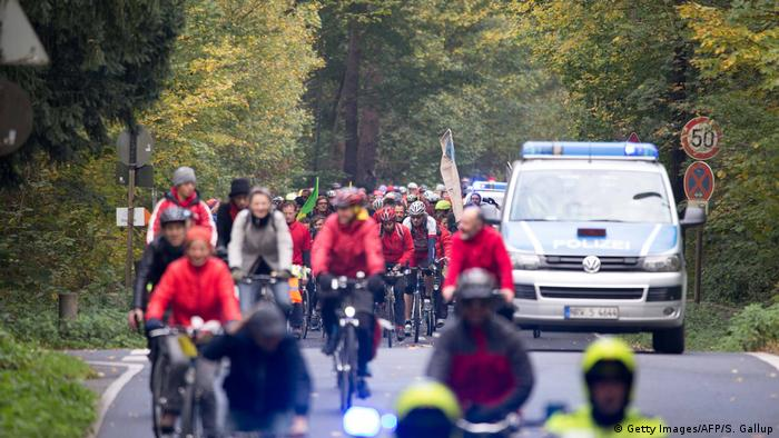 Klimakonferenz Bonn COP23 Fahrraddemonstration (Getty Images/AFP/S. Gallup)
