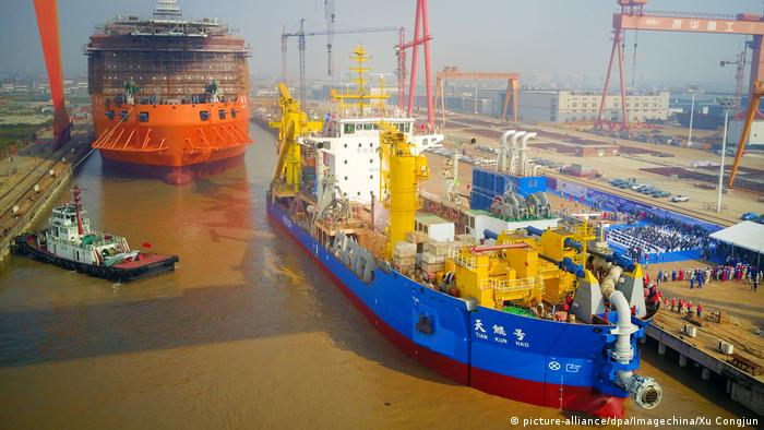 China Saugbagger Hafen von Nantong (picture-alliance/dpa/Imagechina/Xu Congjun)