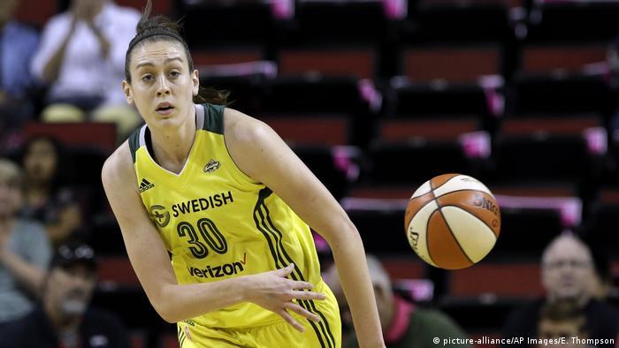 Американская баскетболистка Брианна Стюарт во время игры