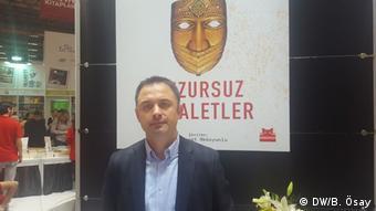 Istanbul - Buchmesse: Salih Yavuz, Verkaufsleiter des türkischen Verlags Kirmizi Kedi