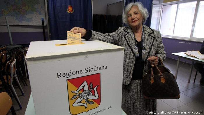 Italien Regionalwahl in Sizilien (picture-alliance/AP Photos/M. Naccari)