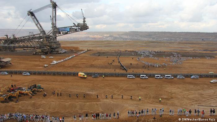 Kopalnia Hambach to jedna z największych kopalni odkrywkowych na świecie. Protest przeciwników wydobycia węgla brunatnego (05.11.2017)