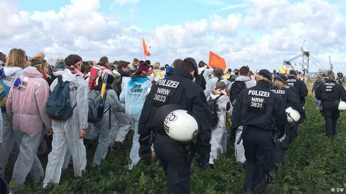 Deutschland Protest Aktionsbündnis Ende Gelände im Tagebau Hambach (DW)