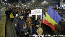 05.11.2017 People march in protest against the ruling Social Democrats' plans to overhaul judicial legislation in Bucharest, Romania, November 5, 2017. Inquam Photos/Octav Ganea/via REUTERS ATTENTION EDITORS - THIS IMAGE WAS PROVIDED BY A THIRD PARTY. ROMANIA OUT.
