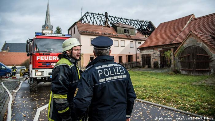 Deutschland Brand Flüchtlingsunterkunft (picture-alliance/dpa/SDMG/S. Friebe)