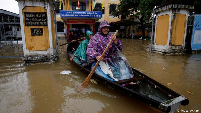 Two people in a boat in Hue City