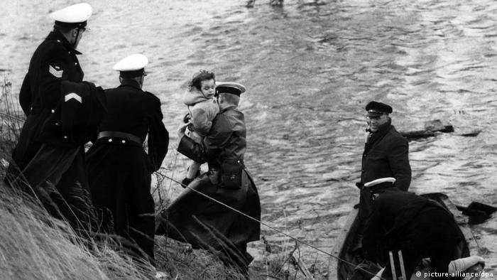Bildergalerie Deutschland Deichbau Sturmflut 1962 (picture-alliance/dpa)