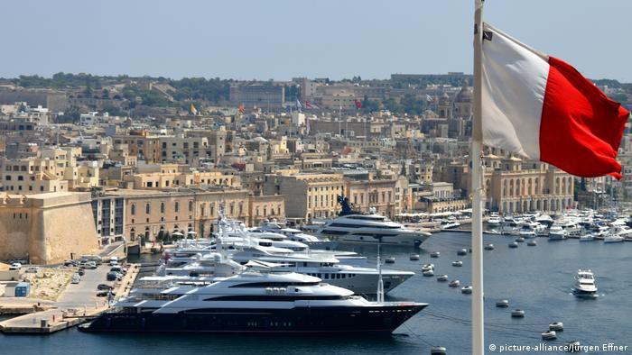 Malowniczy port jachtowy w stolicy Malty Valetcie