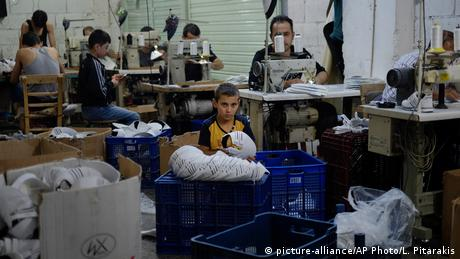 Refugees in a shoe workshop in Turkey