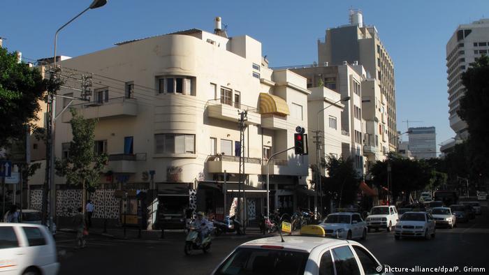 Israel Weiße Stadt in Tel Aviv (picture-alliance/dpa/P. Grimm)
