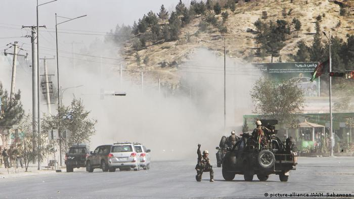 Afghanistan Angriff auf den Sender Shamshad TV in Kabul (picture-alliance /AA/H. Sabawoon)