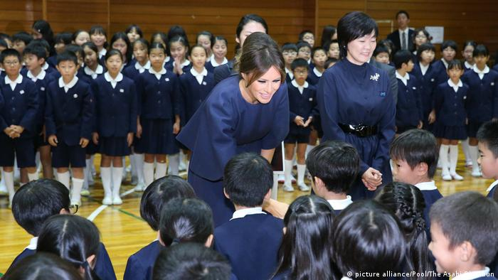 Japan Asien-Reise des US-Präsidenten | Melania Trump (picture alliance/Pool/The Asahi Shimbun)