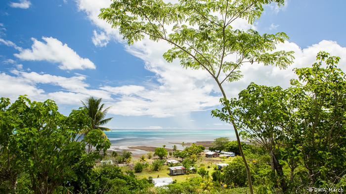 Durch Zyklon Winston beschädigtes Dorf Vunisavisavi, Fidschi (DW/Aaron March)