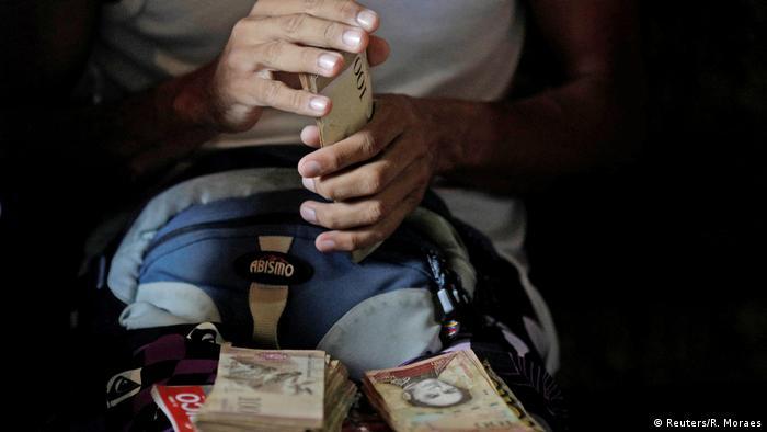 Venezuela gambling (Reuters/R. Moraes)