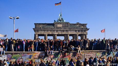 Τι οδήγησε στην Πτώση του Τείχους του Βερολίνου;