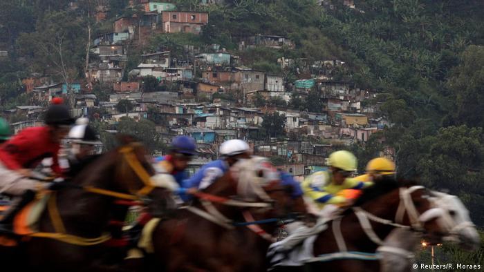 Horse track in Caracas (Reuters/R. Moraes)