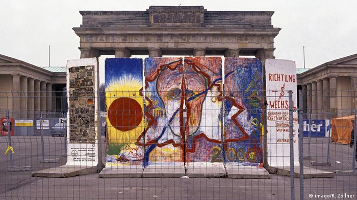 Brandenburg gate in 1990