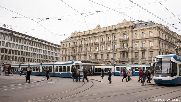 A streetcar drives over Paradeplatz in Zurich (Imago/EQ Images)