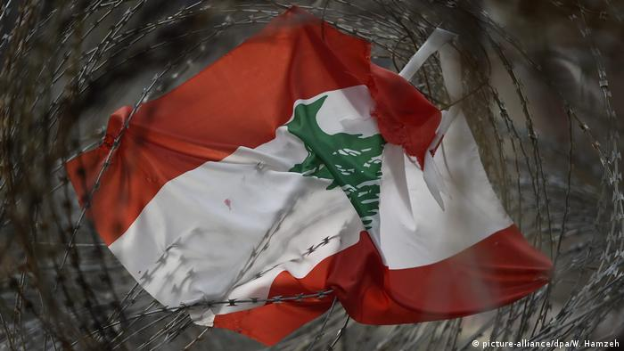 Libanon Flagge in Beirut (picture-alliance/dpa/W. Hamzeh)