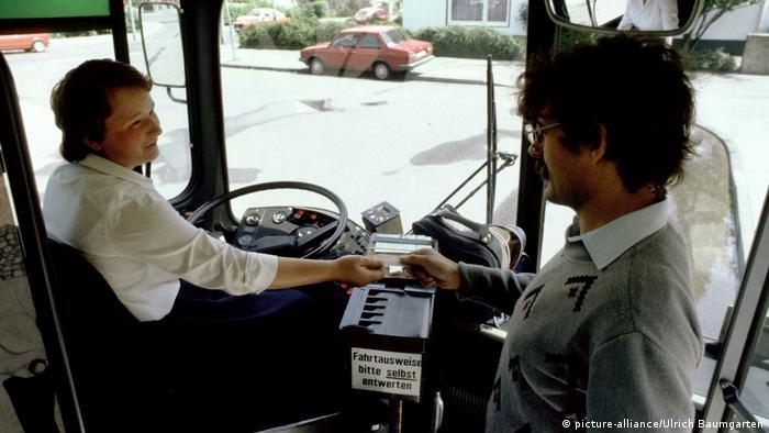 Busfahrerin (picture-alliance/Ulrich Baumgarten)
