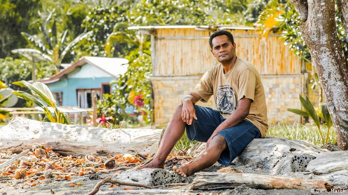 Sepesa Kilimo Waqairatavu, Bewohner von Vunisavisavi, Fidschi (Aaron March)
