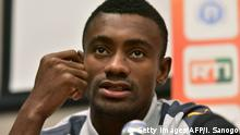 29.07.2017 +++ Ivory Coast player Salomon Kalou speaks during a press conference on August 29, 2017 at the team hotel in Abidjan ahead of the FIFA World Cup 2018 football qualifying match against Gabon on September 2. / AFP PHOTO / ISSOUF SANOGO (Photo credit should read ISSOUF SANOGO/AFP/Getty Images)