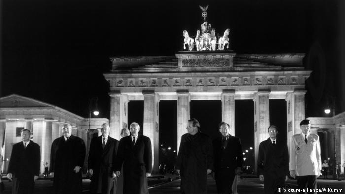 Ceremonia e lamtumirës së trupave aleate nga Gjermania, Berlin, 08.09.1994 (Helmut Kohl (i dyti nga e majta), kryeministri britanik John Major, ministri i jashtëm i SHBA Warren Christopher, Presidenti i Gjermanisë Roman Herzog etj.)