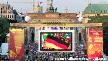 Deutschland, Brandenburger-Tor, WM 2010 - Public Viewing