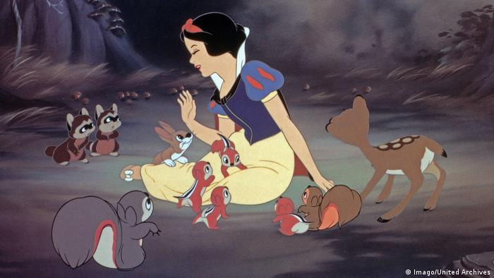 A still from Snow White and the Seven Dwarves by Disney (Imago/United Archives)