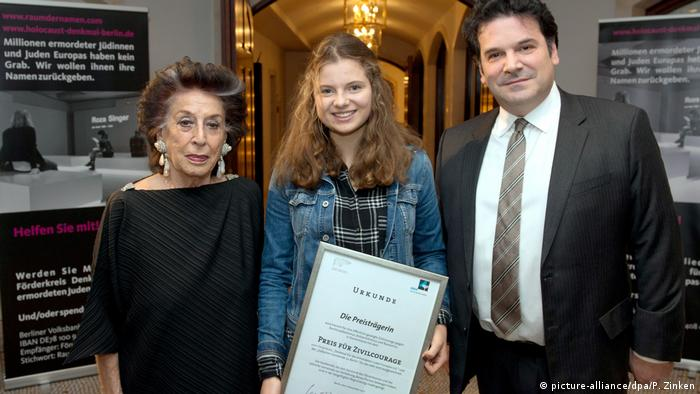 Dresden student Emilia S. posing with her award
