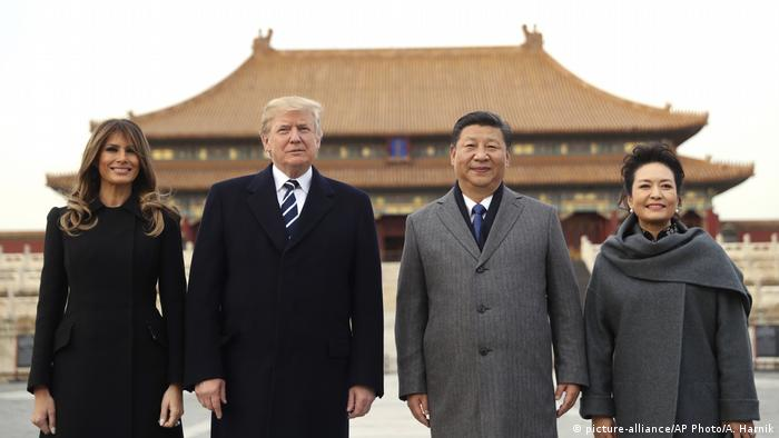 China Trump auf erster Asien-Reise (picture-alliance/AP Photo/A. Harnik)