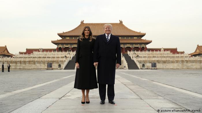 China Trump auf erster Asien-Reise (picture-alliance/AP/A. Harnik)
