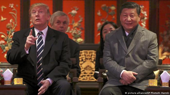China Peking Xi Jinping und Donald Trump (picture-alliance/AP Photo/A. Harnik)