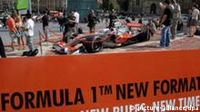 Spectators look at the McLaren Mercedes Formular One car in the city of Melbourne, Australia, 24 March 2009. The Australian Formula One Grand Prix will take place at Albert Park Circuit on Sunday 29 March. Photo: JENS BUETTNER +++(c) dpa - Bildfunk+++