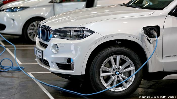 BMW X5 Plug-in-Hybrid mit eDrive (picture-alliance/ZB/J. Woitas)