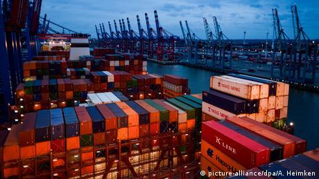 DW: Oι προτάσεις της Κομισιόν για την Ευρωζώνη