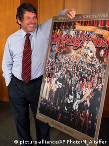 Rolling Stone publisher Jann Wenner poses for a portrait with a reproduction... (picture-alliance/AP Photo/M. Altaffer)