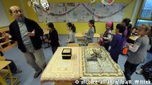 Deutschland Islamischer Religionsunterricht in einer Grundschule in Ludwigshafen-Pfingstweide