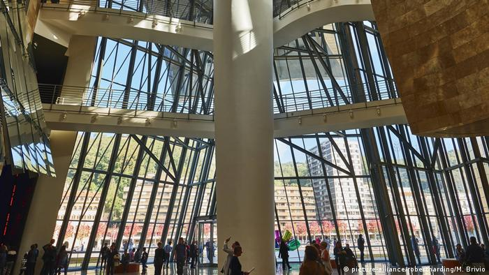Guggenheim Museum in Bilbao (picture-alliance/robertharding/M. Brivio)