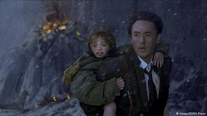 Film still 2012, with John Cusack (Imago/ZUMA Press)
