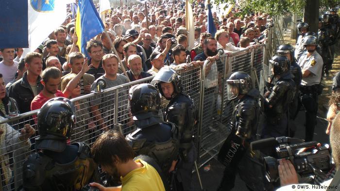 standarni dio opreme i naoružanja policijskih snaga u BiH na zadovoljavajućem nivou