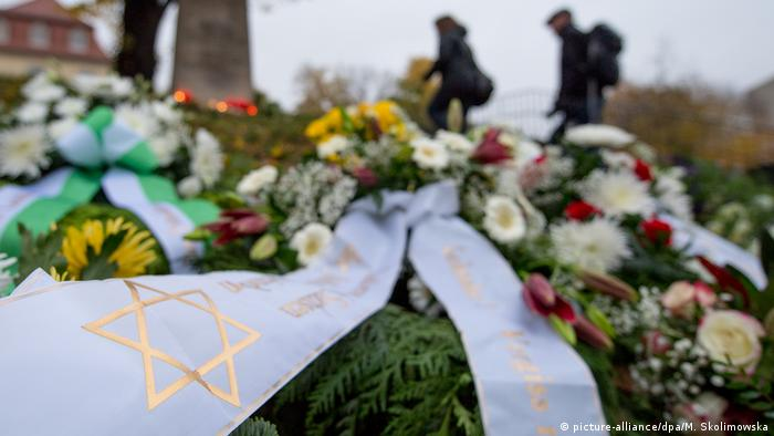 Wreath with Star of David (picture-alliance/dpa/M. Skolimowska)