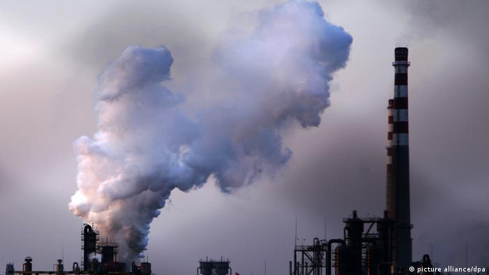 Thick smoke rises from a power plant in Dezhou, east Chinas Shandong province