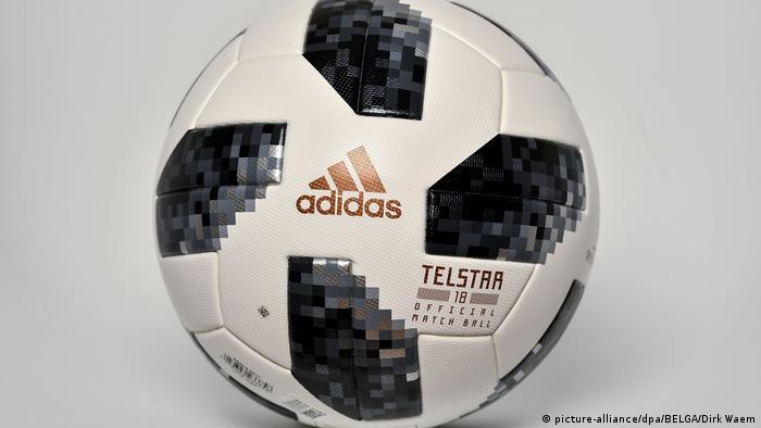 Offizielles Fußball-WM-Ball Telstar 18 (picture-alliance/dpa/BELGA/Dirk Waem)