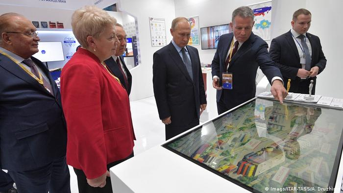 Putin and Nazarbayev inspect a screen at an electric engine factory in Russia (Imago/ITAR-TASS/A. Druzhinin)