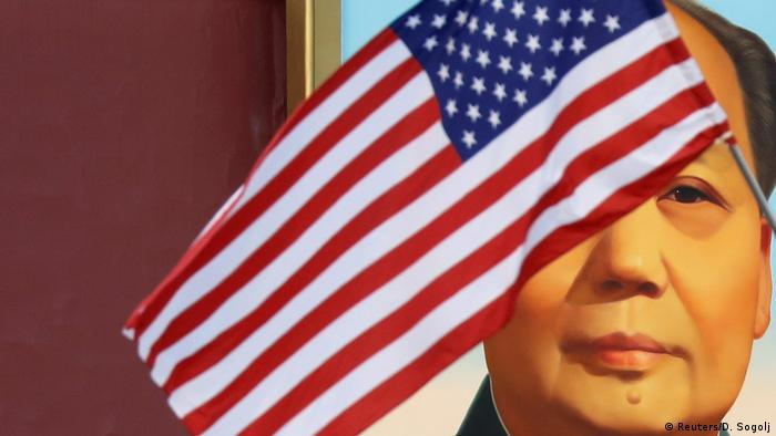 USA Trump Besuch in China US Flagge mit Mao Porträt am Tiananmen