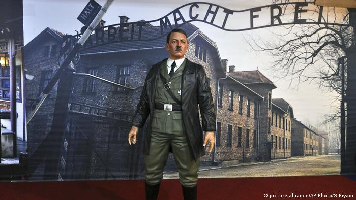 Indonesia Nazi Display Adolf Hitler (picture-alliance/AP Photo/S.Riyadi)